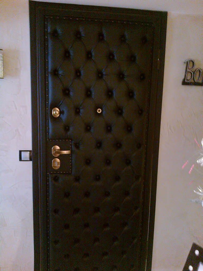 l deco nice 06 porte capitonn e n 7. Black Bedroom Furniture Sets. Home Design Ideas