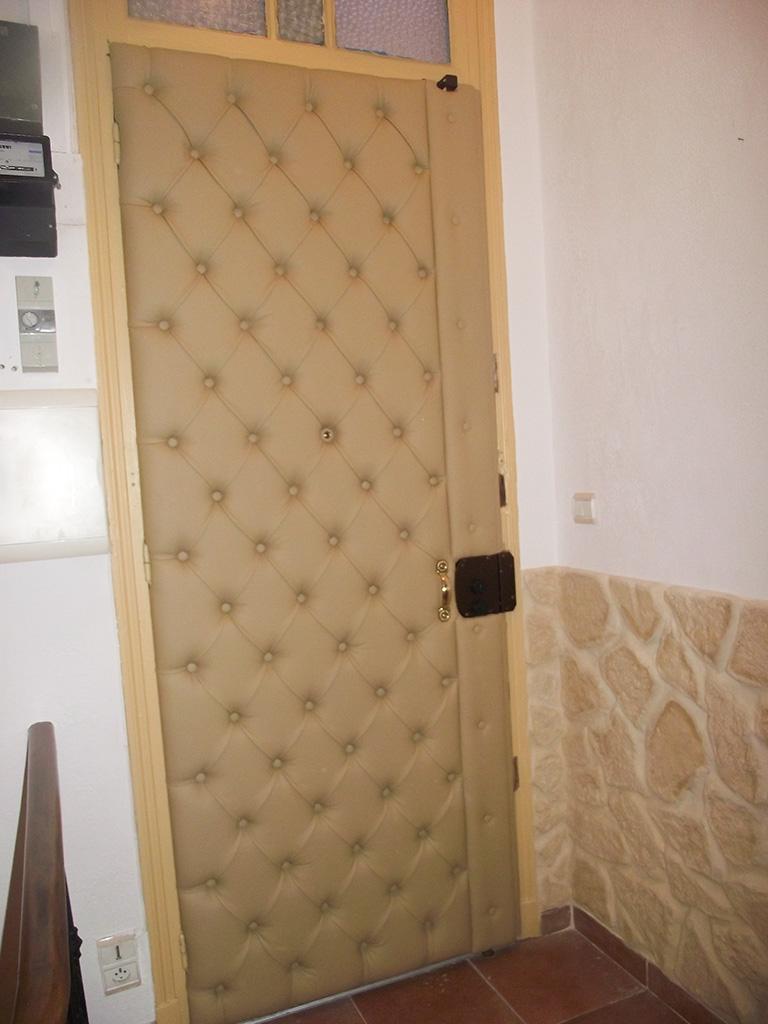 l deco nice 06 porte capitonn e n 9. Black Bedroom Furniture Sets. Home Design Ideas