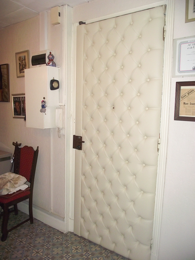 l deco nice 06 porte capitonn e n 10. Black Bedroom Furniture Sets. Home Design Ideas